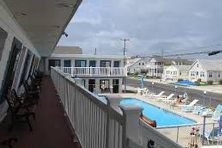 Surf 1600 (A)  N. Wildwood 2 Blocks to BEACH