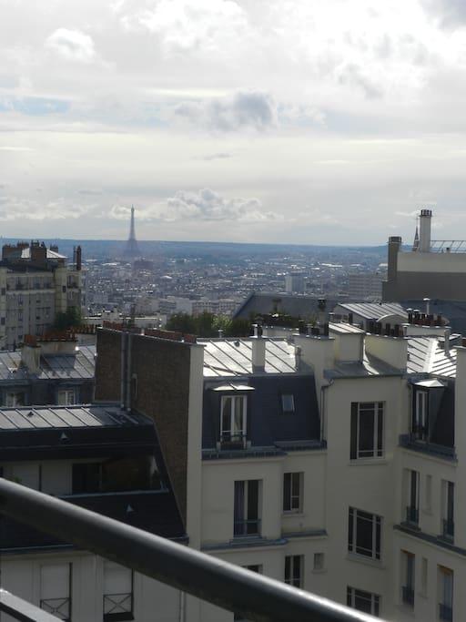 Chambre avec balcon vue tour eiffel appartements louer for Appartement avec balcon paris