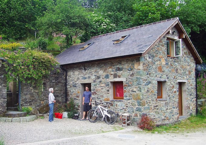 Cosy Mountain Bunkhouse Nr Lake Vyrnwy