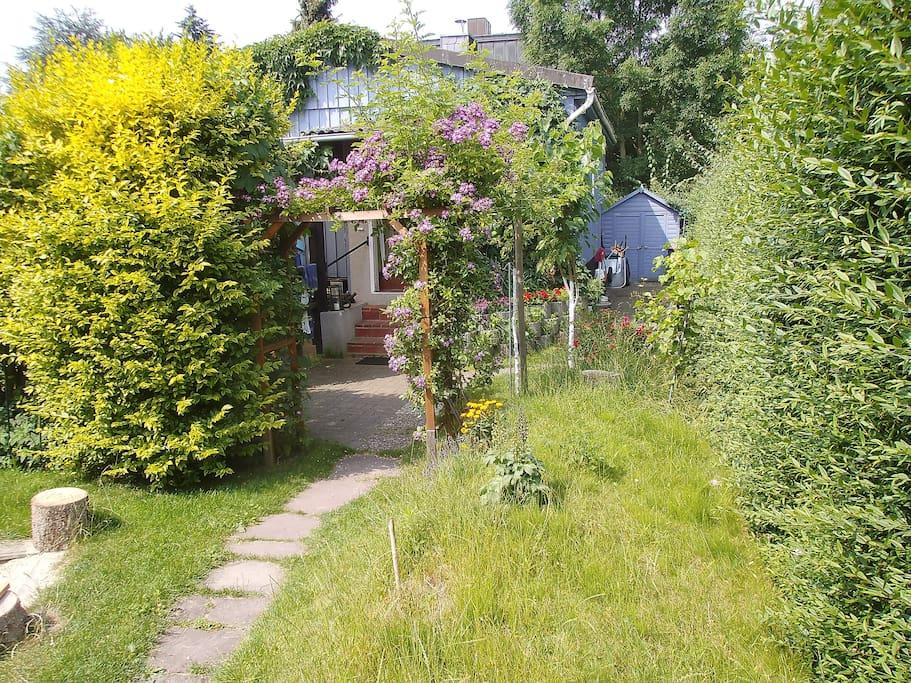 Gästehaus im Garten / Guest house in the garden