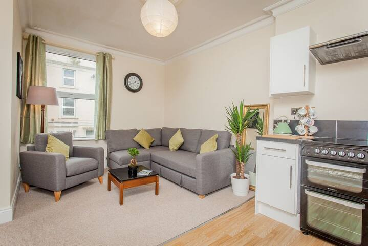 Trendy pad close to Stokes Croft, Cabot & Centre