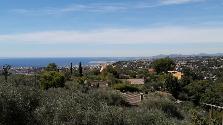 Jolie villa sur collines niçoises - Saint-André-de-la-Roche - Casa