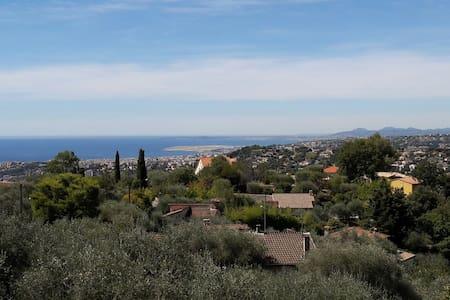 Jolie villa sur collines niçoises - Saint-André-de-la-Roche