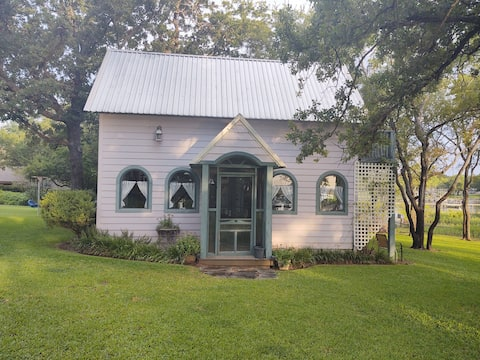 The Cottage on Lake Graham