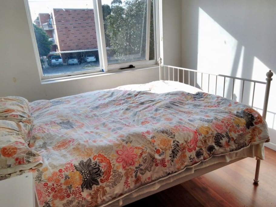 Queen bed with linen and towels provided. Lots of morning sun.