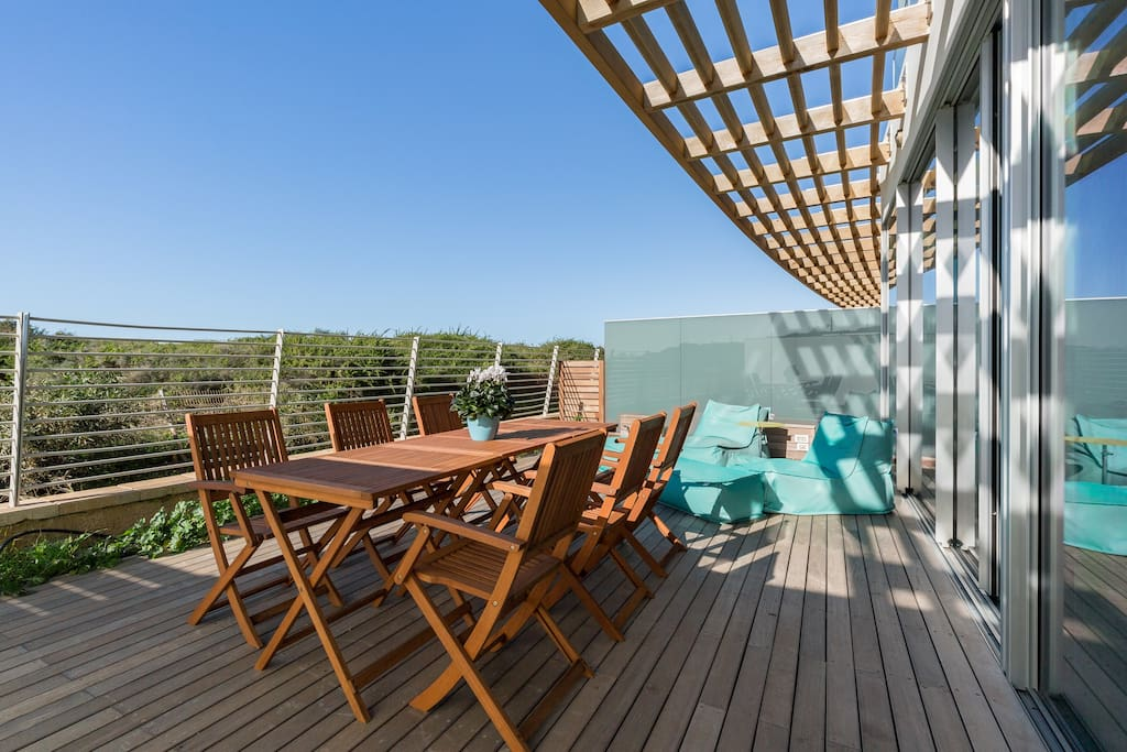 Balcony with outdoor seating area (6 people)