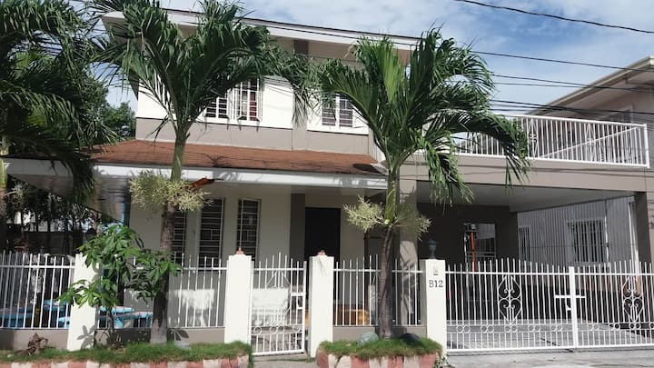 Cozy House and Lot in Multinational Paranaque