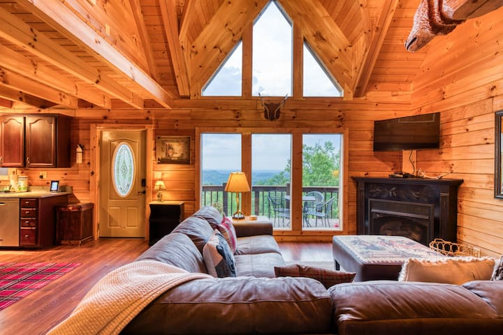 Living room at the Chubby Chipmunk Lodge