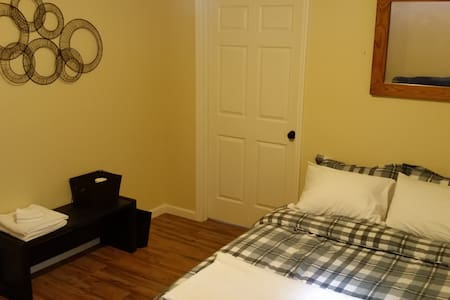 Clean Safe Budget Place to Sleep - Plattsburgh