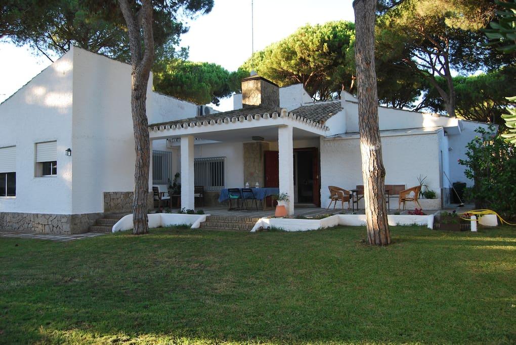 Chalet en vistahermosa pr ximo a la playa wifi casas for El jardin prohibido restaurante