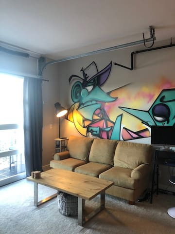 Beautiful modern one bedroom in the heart of Plaza