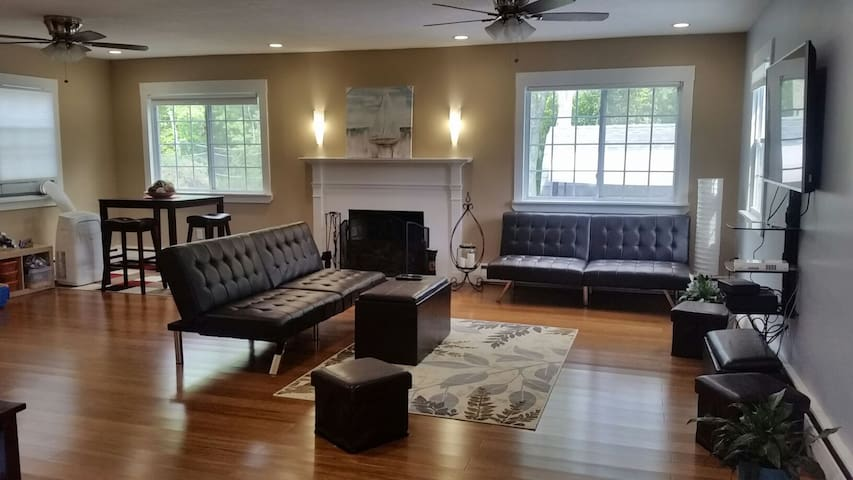 Clean, Renovated, Spacious, 30min from Boston!