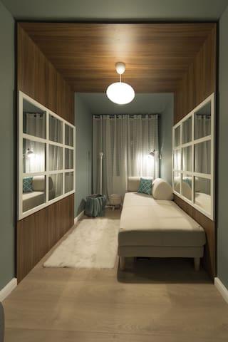 Extra Baldaqueen Room