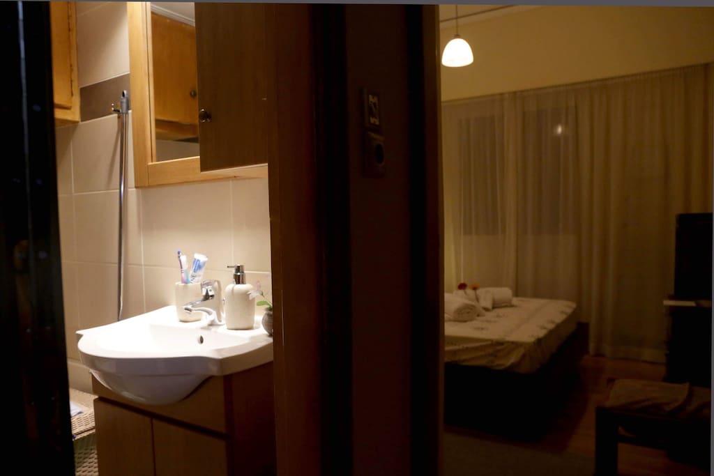 bathroom-Bedroom