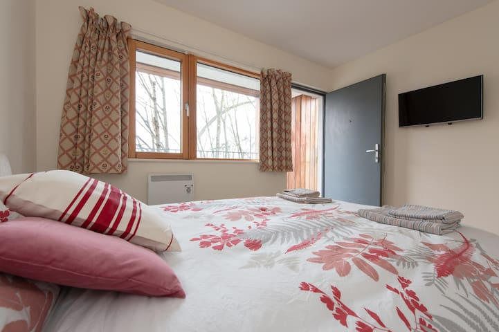 GREAT Canalside room, Smart TV & Private Entrance