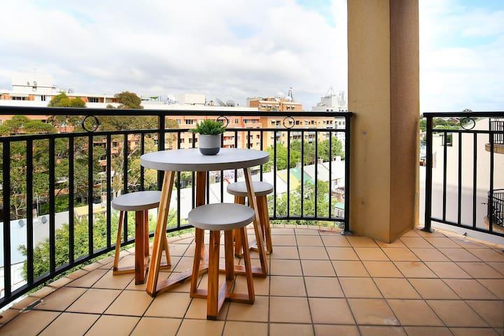Balcony look over Pyrmont