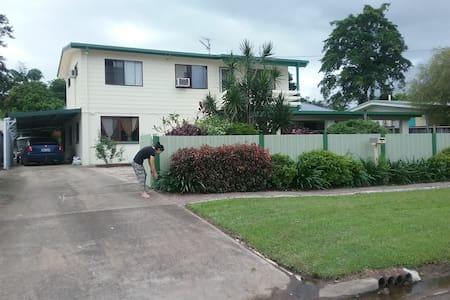 Cozy affordable home 7km to CBD - White Rock