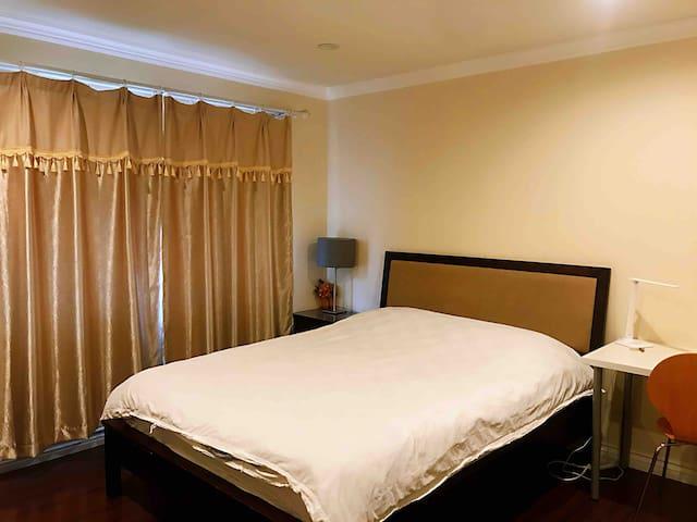 Private Queen bedroom2 in Monterey Park