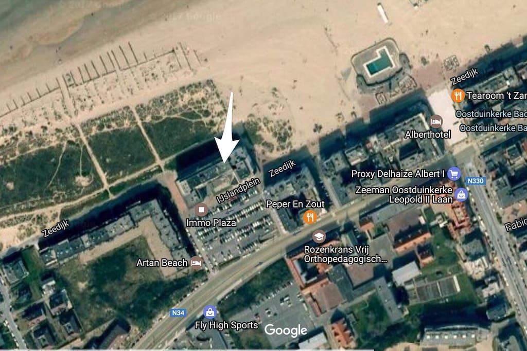De studio bevindt zich op het einde van de zeedijk. Aan de voorkant directe toegang tot de duinen. Zicht op het hinterland