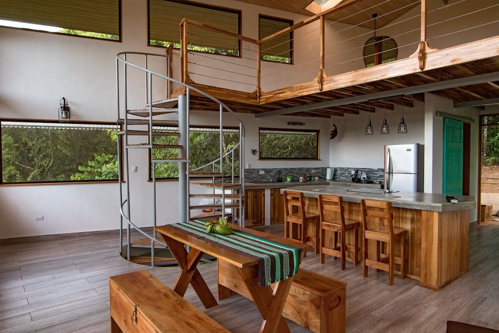 Casa Tamandua kitchen, dining, loft