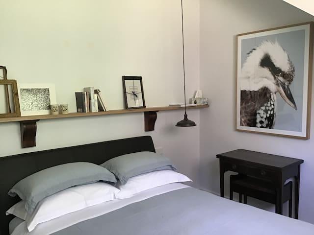 The Kookaburra Room upstairs with queen bed