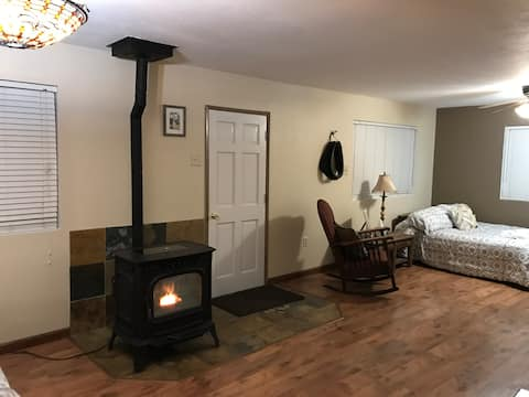 Cozy Clean Glennville Cottage