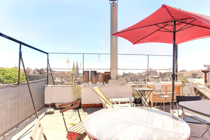 Terrace In the heart of the Longchamp district