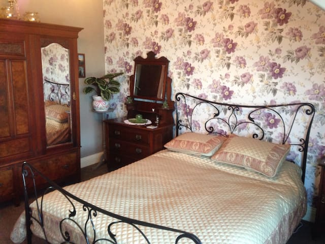 Lovely period property, double room - Sunderland