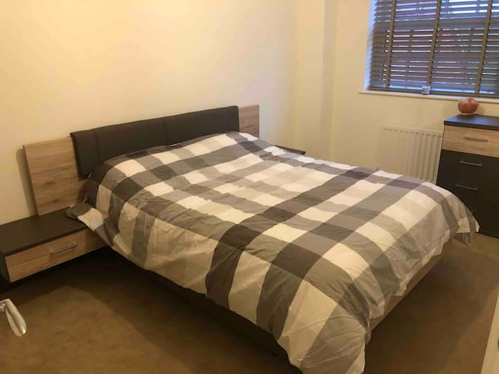 Spacious Double Bedroom/Park Based - Free Parking