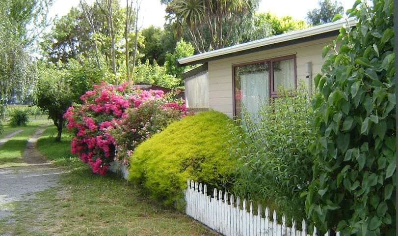 Spacious self-catering cottage-Near Cottage (New)