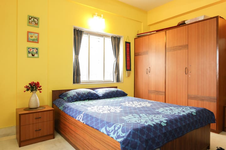 Airy spacious room, great location - Kolkata - Apartment
