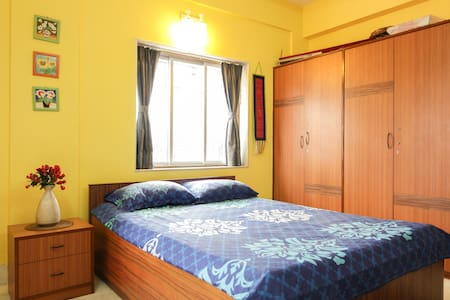 Airy spacious room, great location - Kalkutta - Wohnung
