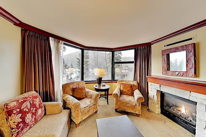 Ski-In, Ski-Out Condo with Fireplace, Pool & Spa