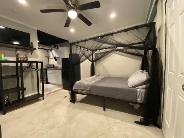 Relaxing Shades of Gray - Studio Apt