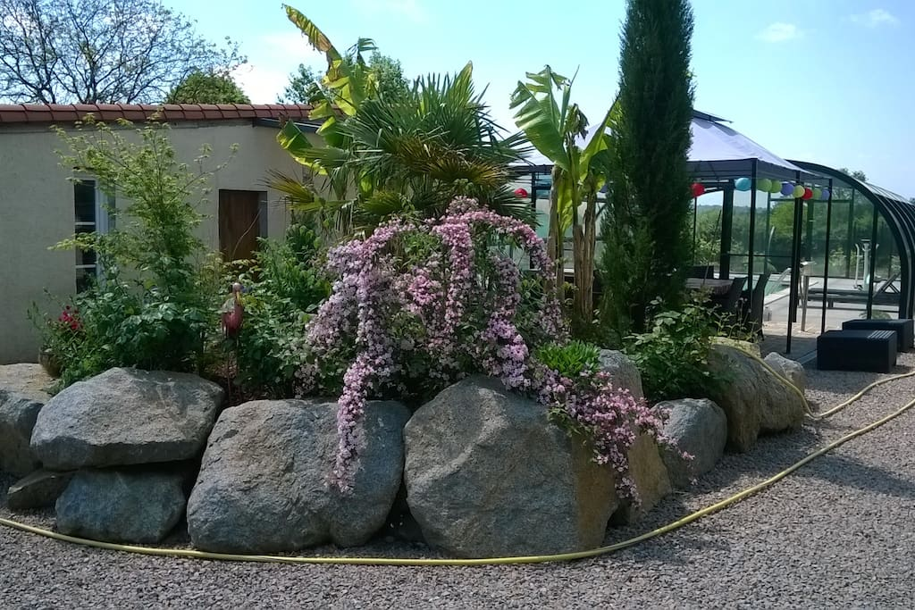 pare-terre devant la piscine
