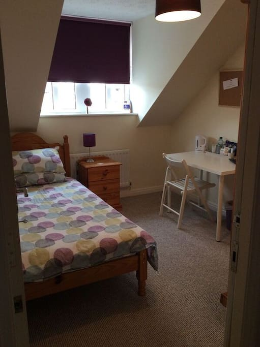 Female guests cosy single room 3miles to airport for Chambre airport