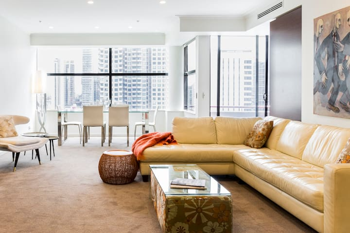 Executive Apartment with Stunning City Views