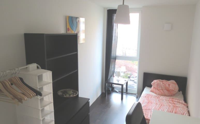 Room in central Berlin ( Alexanderplatz )
