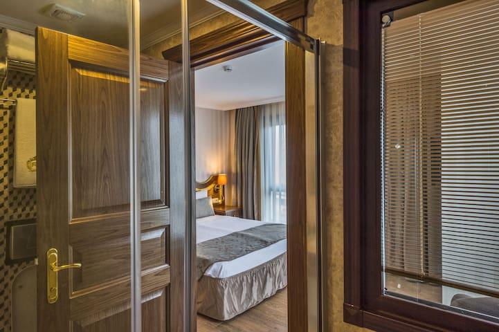RealStarHotel (Economy Double Room) - Fatih - Bed & Breakfast