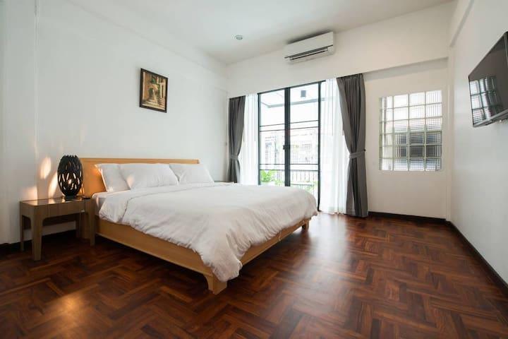 10th House near MRT , 120 sq.m. in 2 stories