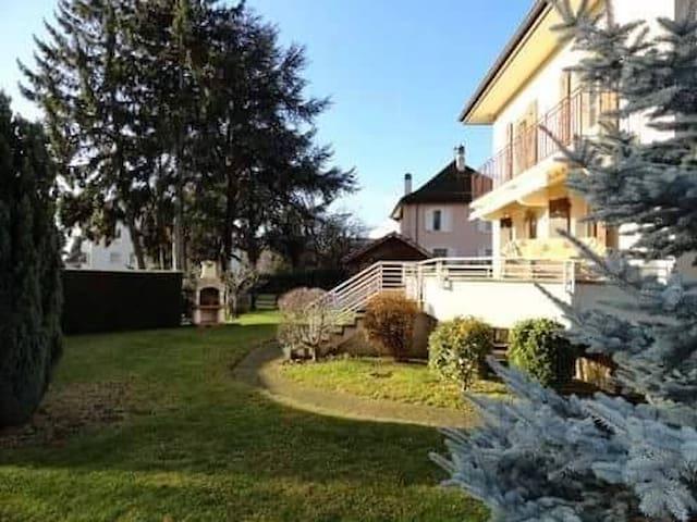 Attic room in spacious villa close to Lake Geneva