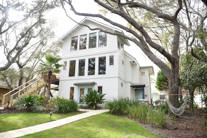 6BR Lakefront Beach Home With Pool & Golf Cart