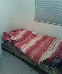 Quiet room near station - Guildford