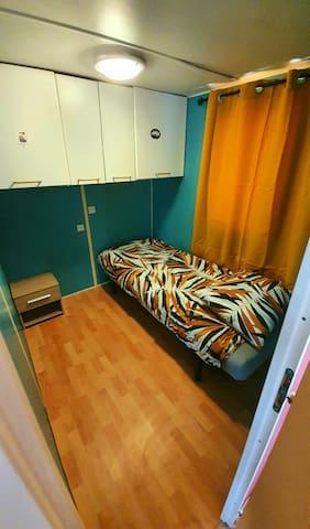 Chambre Une lit simple