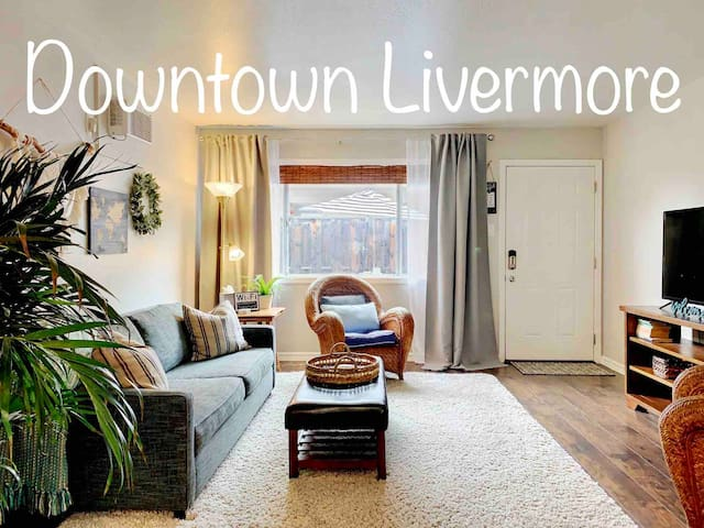 Quaint Downtown Livermore 2BR/1BA~Patio~Sleeps 6!