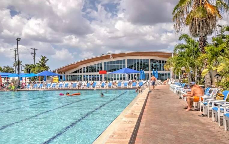 NEW! 1BR Sarasota Cottage in Sun N Fun Resort!