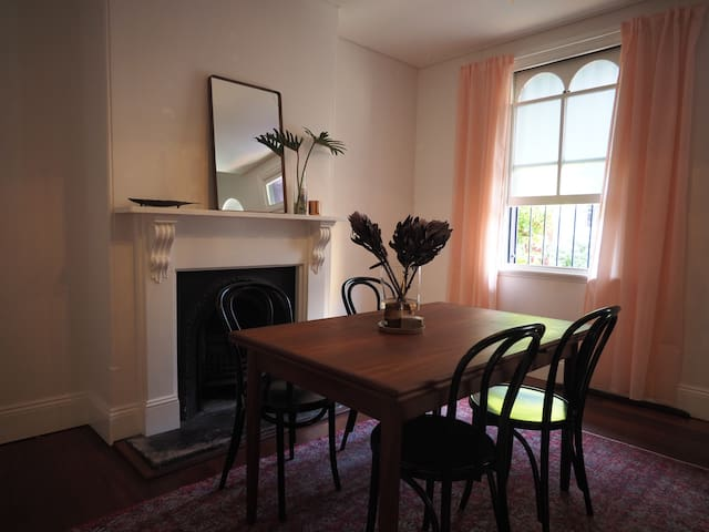Great location! Spacious 2 bedroom modern terrace - Redfern - Maison de ville