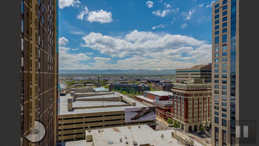 POOL,GYM,LUXURY&MOUNTAIN VIEW IN DOWNTOWN DENVER