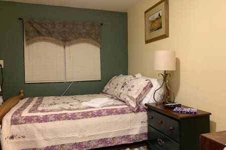 The Mason Room - Clean, Cozy, Full Kitchen & Bath