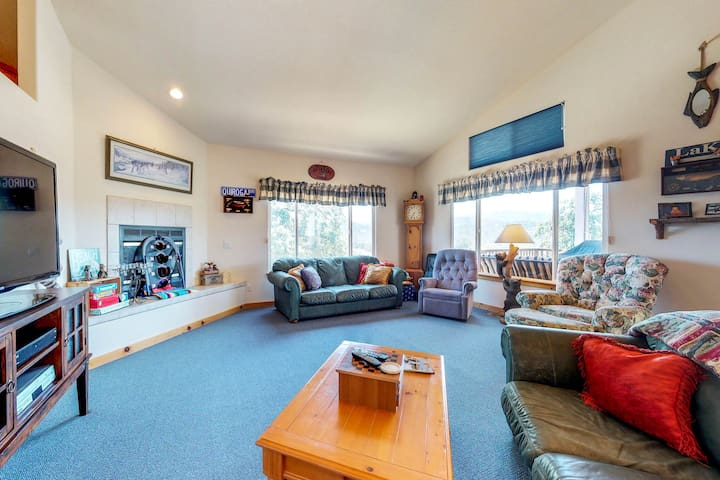 Home w/ deck, ceiling fans, & lake views, peaceful location, plus shared pool